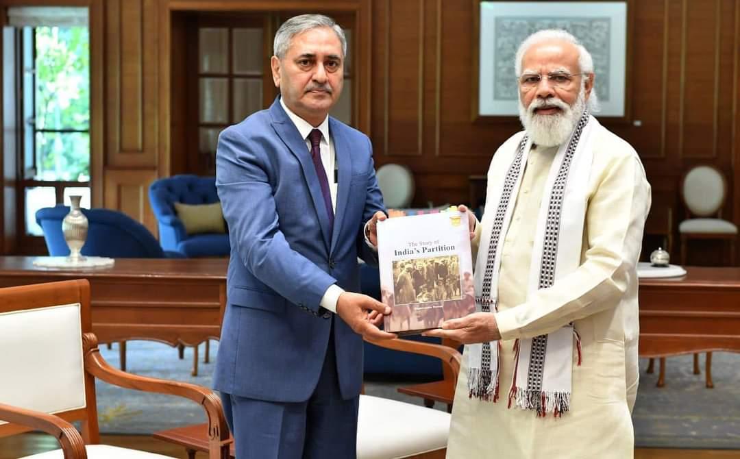 Courtesy Offering of Honorable Member of the Council Prof. Raghuvendra Tanwar Ji from Honorable Prime Minister Shri Narendra Modi Ji
